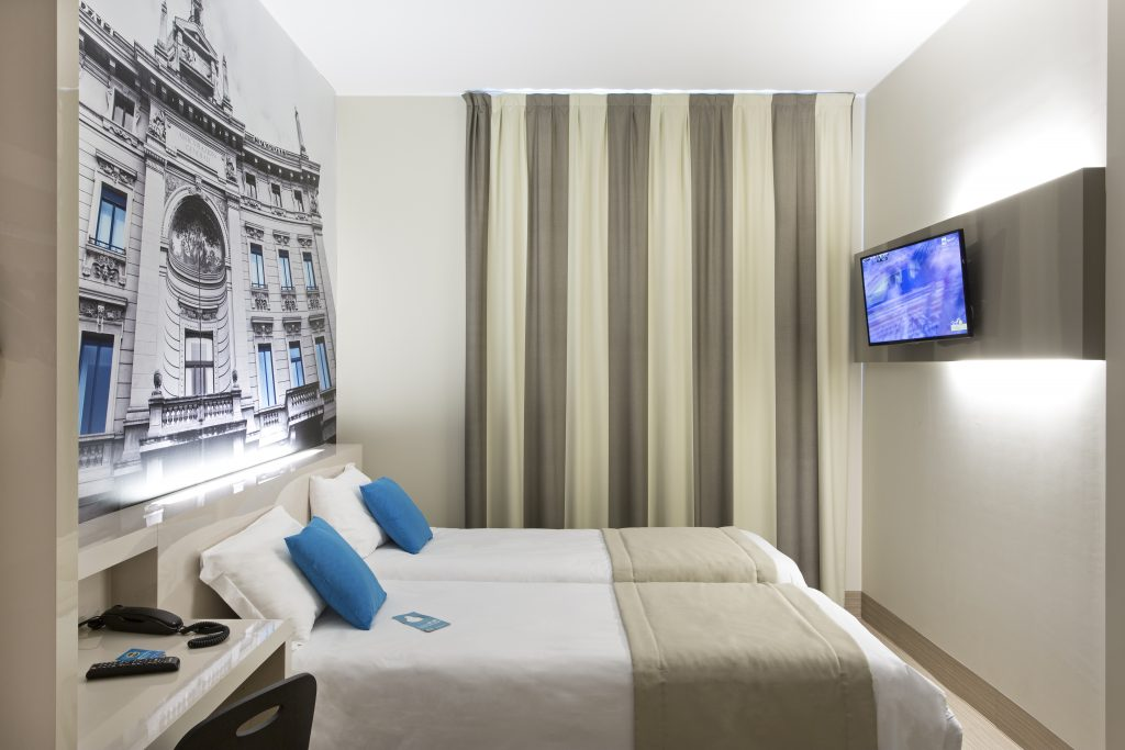 Student Accomodation for rent in double room in B&B Cenisio, Via Messina  38, 1° floor, in Milano, Italy