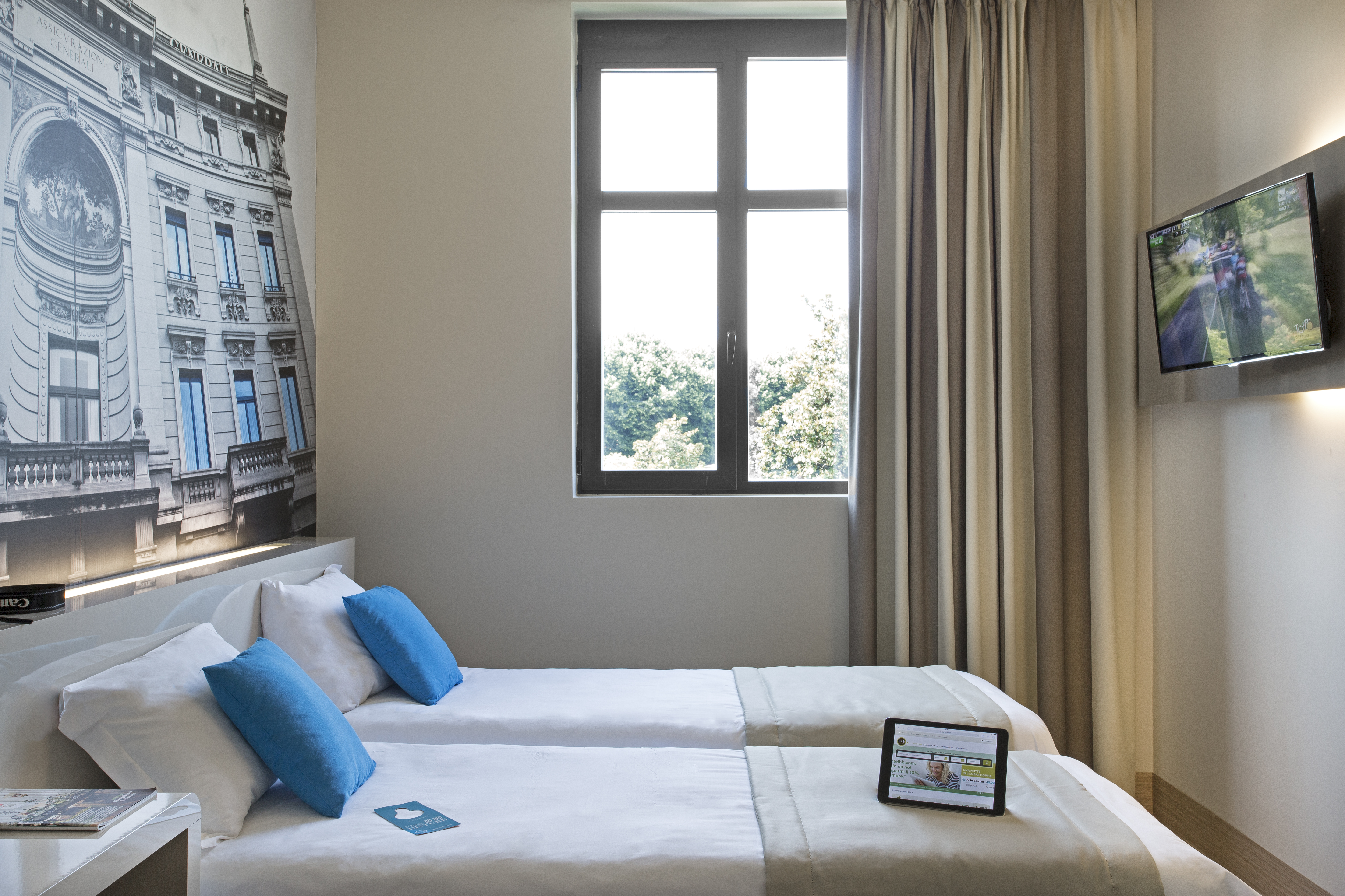 Student Accomodation for rent in double room in B&B Cenisio, Via Messina  38, in Milano, Italy
